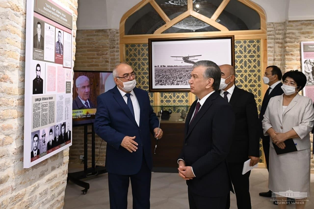 Президент посмотрел на музей памяти жертв репрессий в Кашкадарье