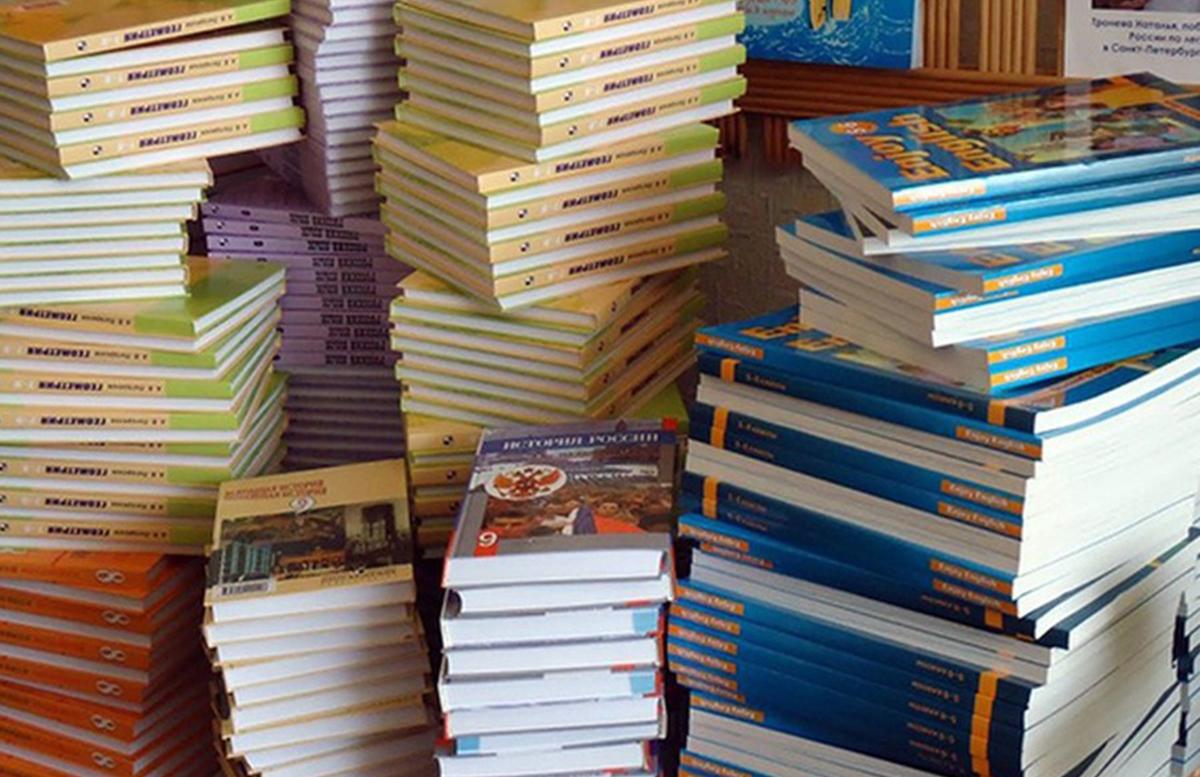 Оплатили, но не получили: В одной из школ Ташкента дети остались без новых учебников