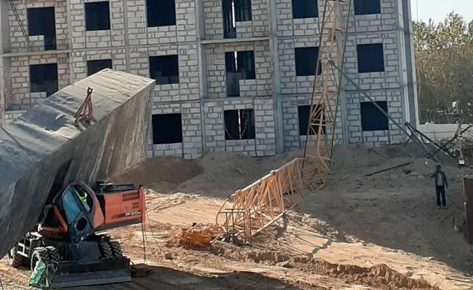На строительной площадке Самаркандской области обрушился кран