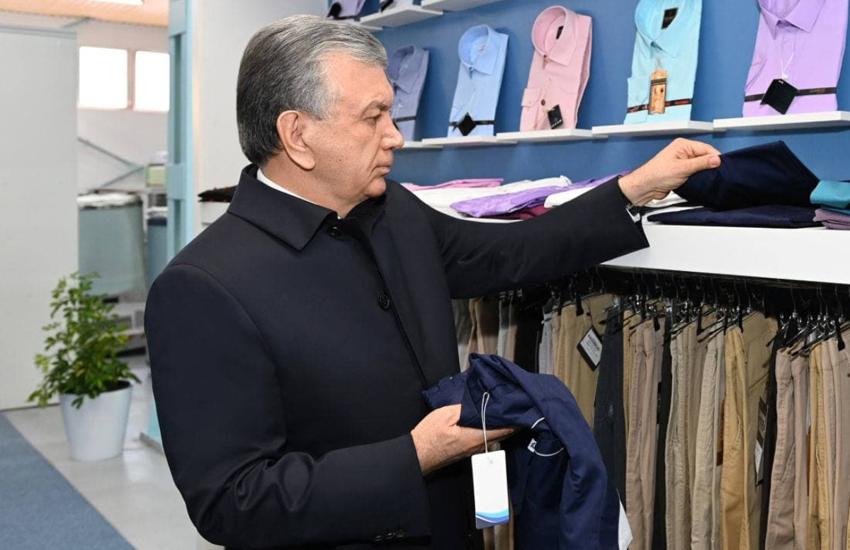 Шавкат Мирзиёев понаблюдал за работой хлопково-текстильной фабрики