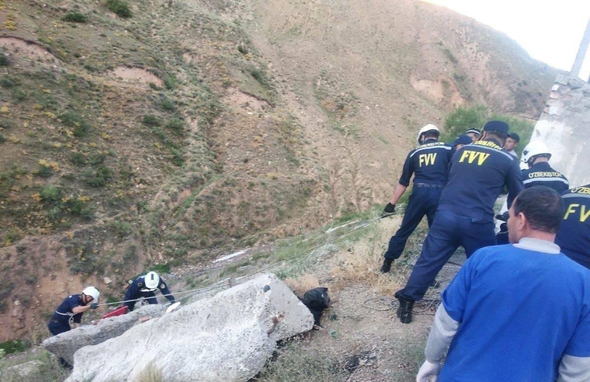 В Наманганской области мужчина упал с обрыва — фото