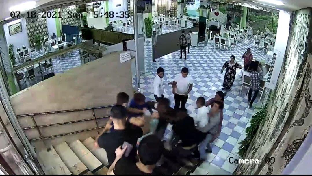 В Самарканде гости со свадьбы избили владельца ресторана и его семью
