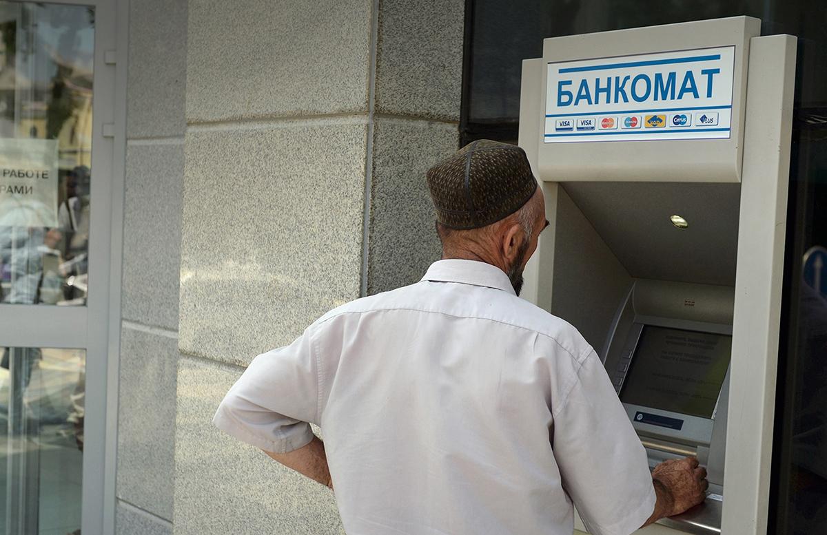 Узбекистан сохранил лидерство по объему денежных переводов из России