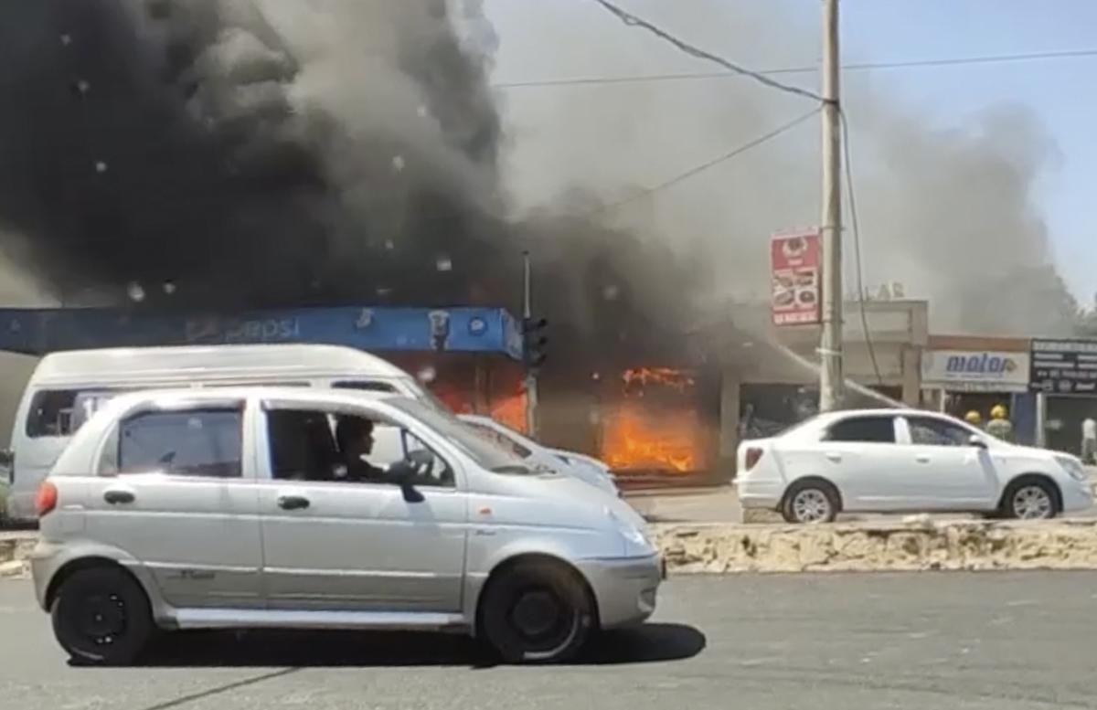 В Юнусабадском районе вновь вспыхнул огонь — видео