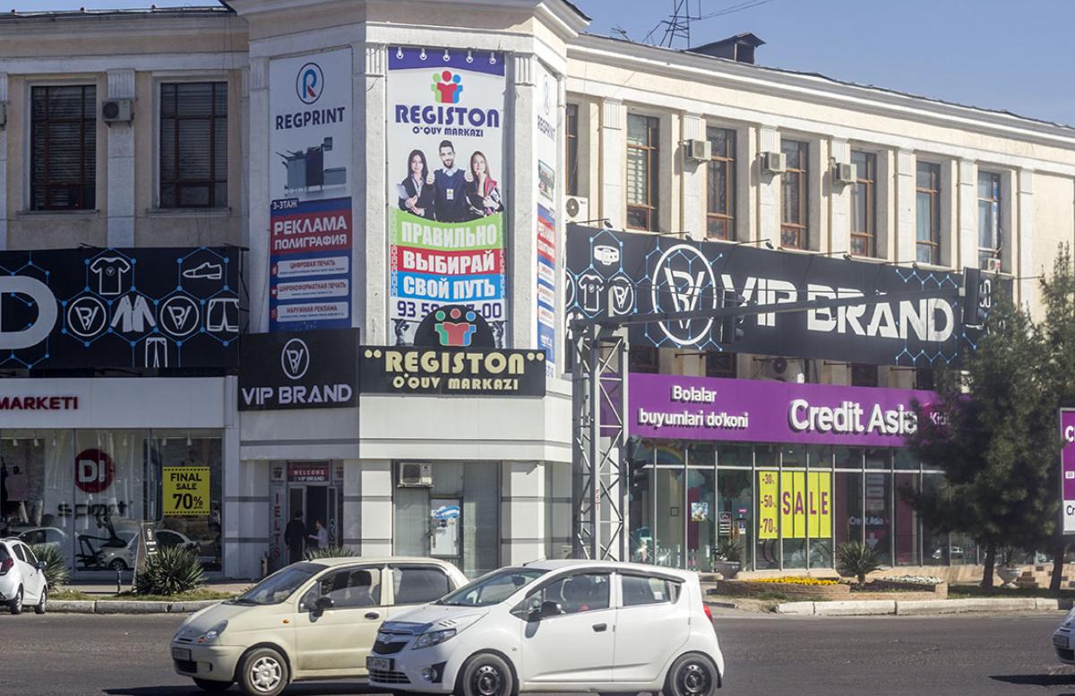 В столице ещё полтысячи рекламных вывесок перевели на узбекский язык