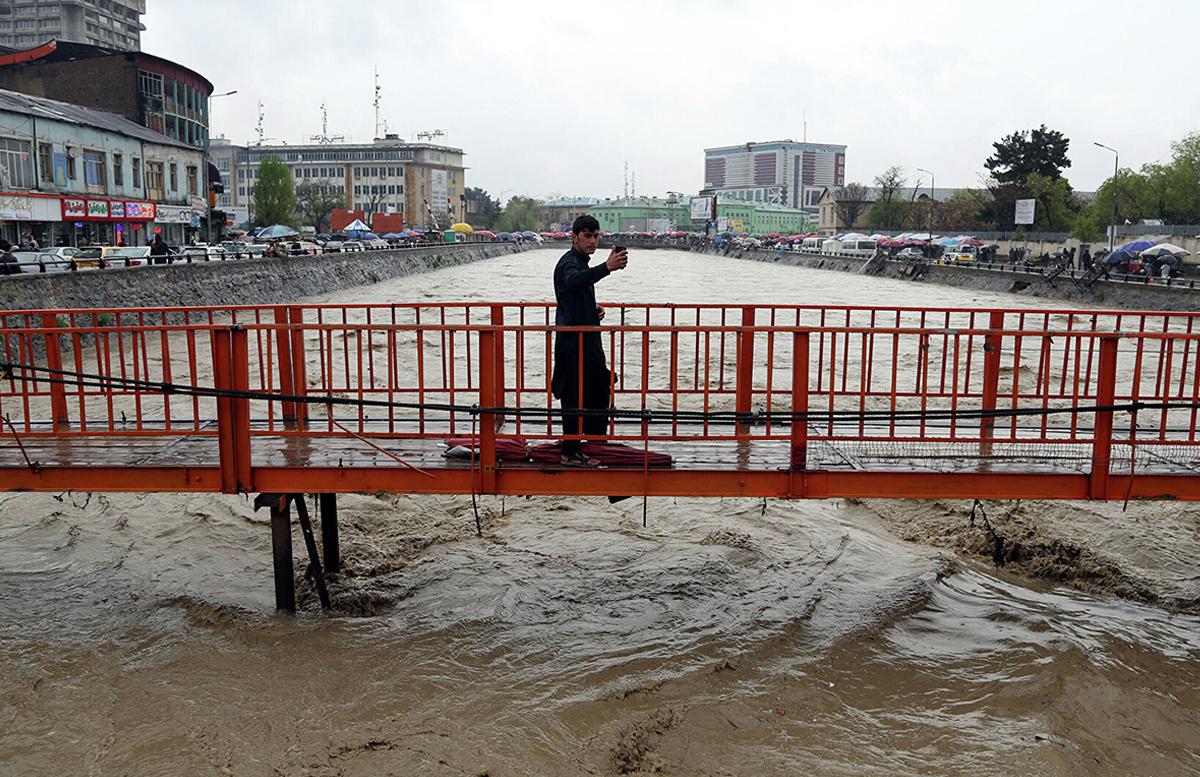 В Афганистане наводнение унесло жизни более ста человек