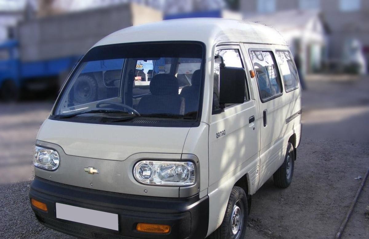 В Самарканде 18-летний парень проиграл все деньги на ставках и «обчистил» машины почти на две тысячи долларов