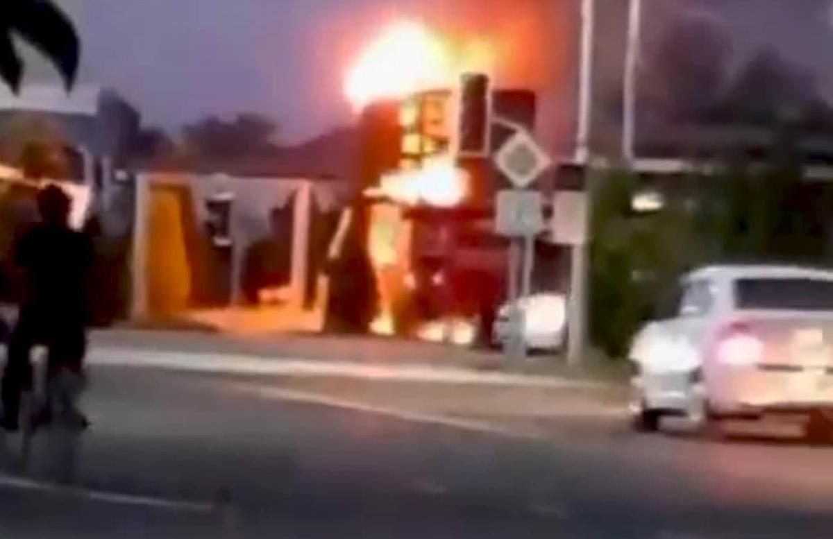 В Каракалпакстане загорелся рекламный монитор
