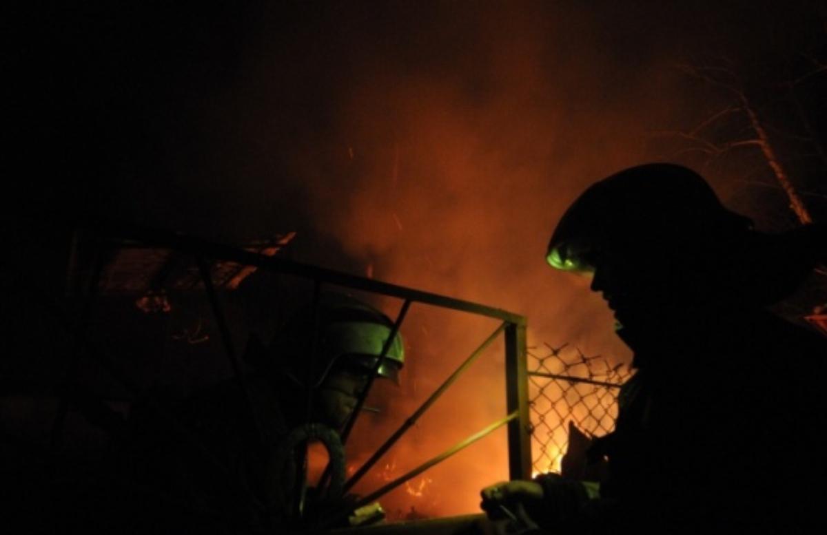 В Ташкенте сгорели пекарни и столовая — видео