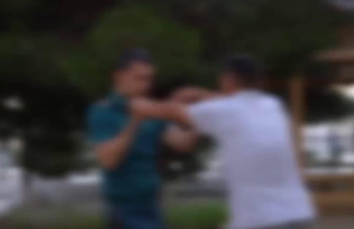 В Наманге мужчина подрался с сотрудником УВД и оторвал ему пуговицы