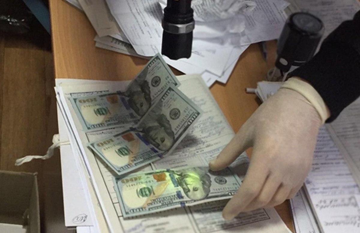 В Намангане мошенник пообещал зачисление в институт за деньги и попался с поличным