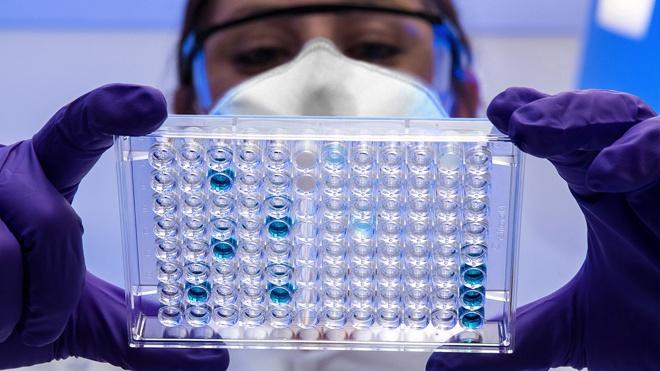 Ученые назвали причины возникновения штаммов коронавируса