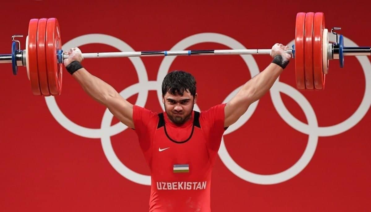 Тяжелоатлет Акбар Джураев завоевал золото и установил олимпийский рекорд