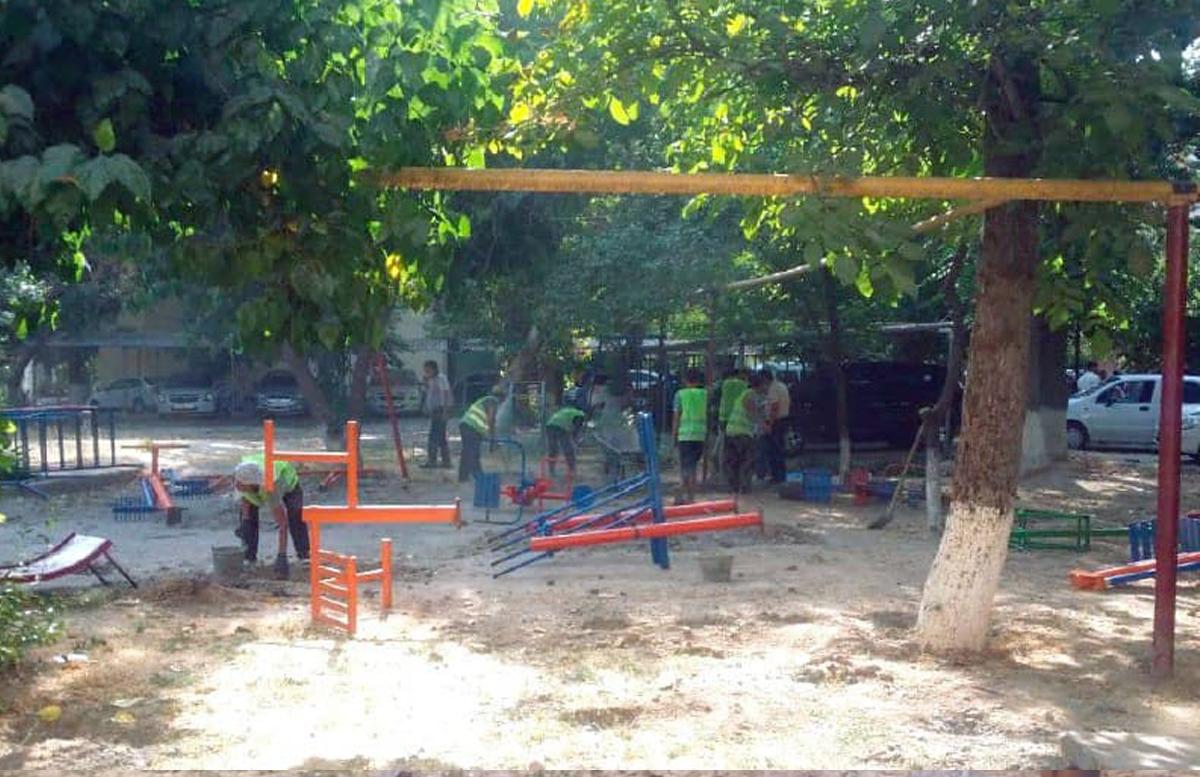 В Ташкенте после визита президента на детской площадке демонтировали конструкции