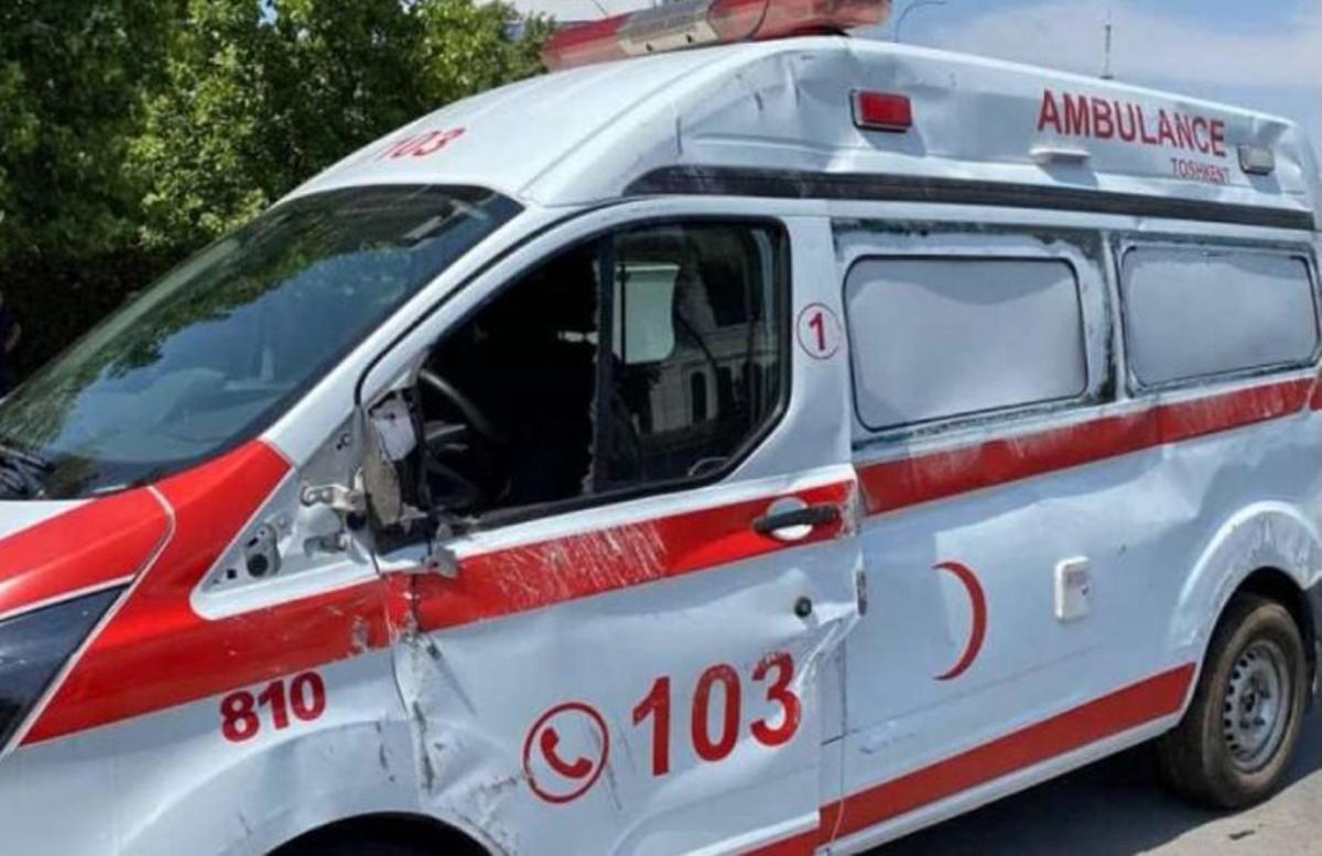В столице Nexia влетела в скорую помощь: есть погибший — видео