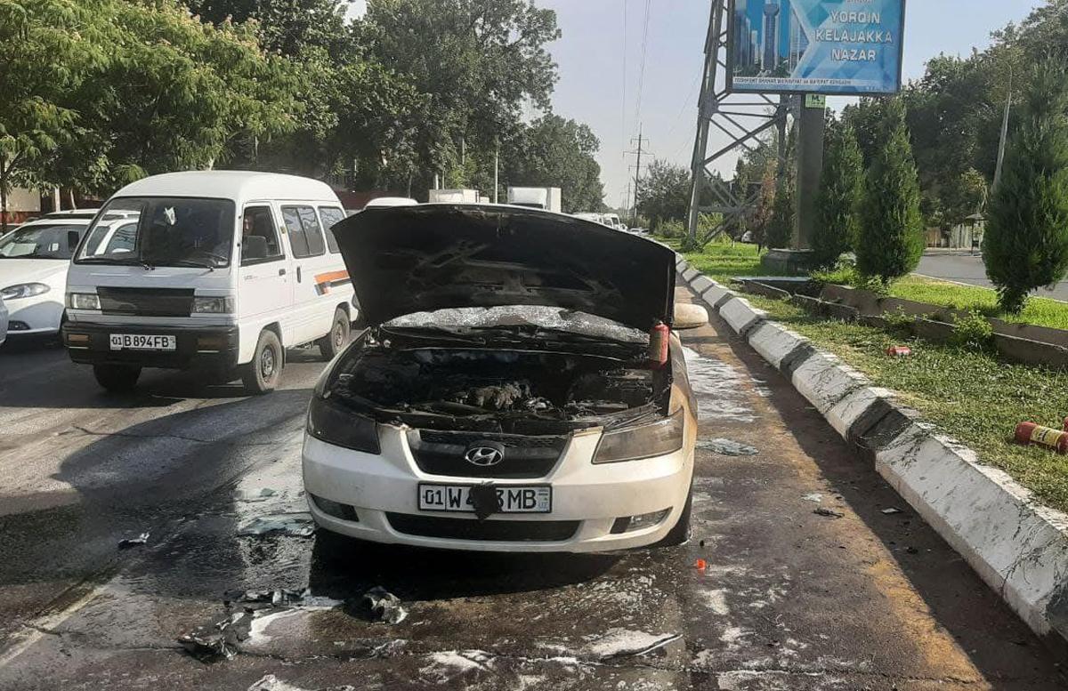 В одном из районов столицы у иномарки на ходу вспыхнул двигатель