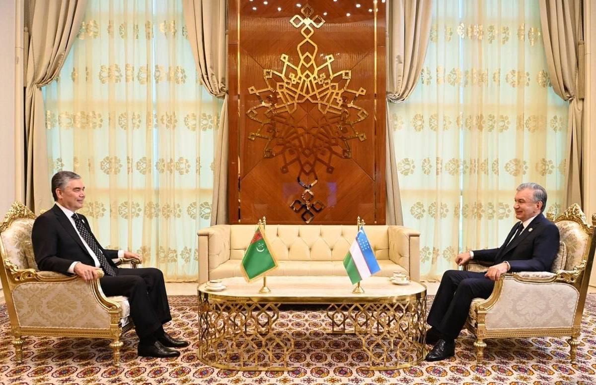 Шавкат Мирзиеев провел встречу с президентом Туркменистана