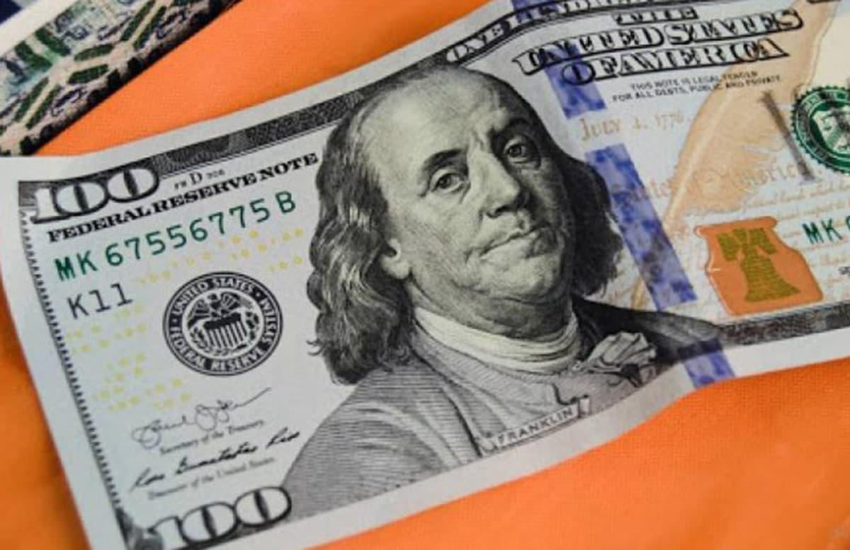 В Узбекистане снова подскочил курс доллара