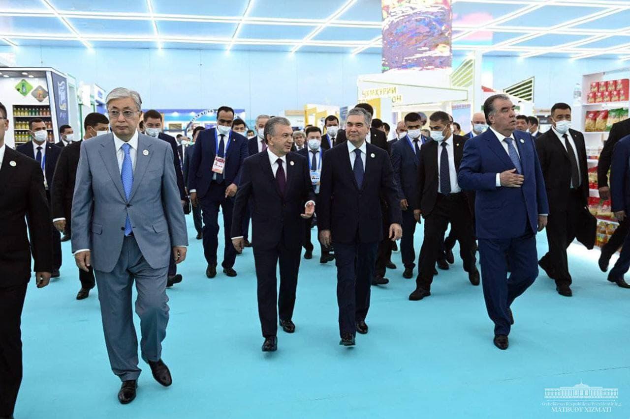 Главы стран Центральной Азии посетили экспозицию товаров «Made in Uzbekistan».