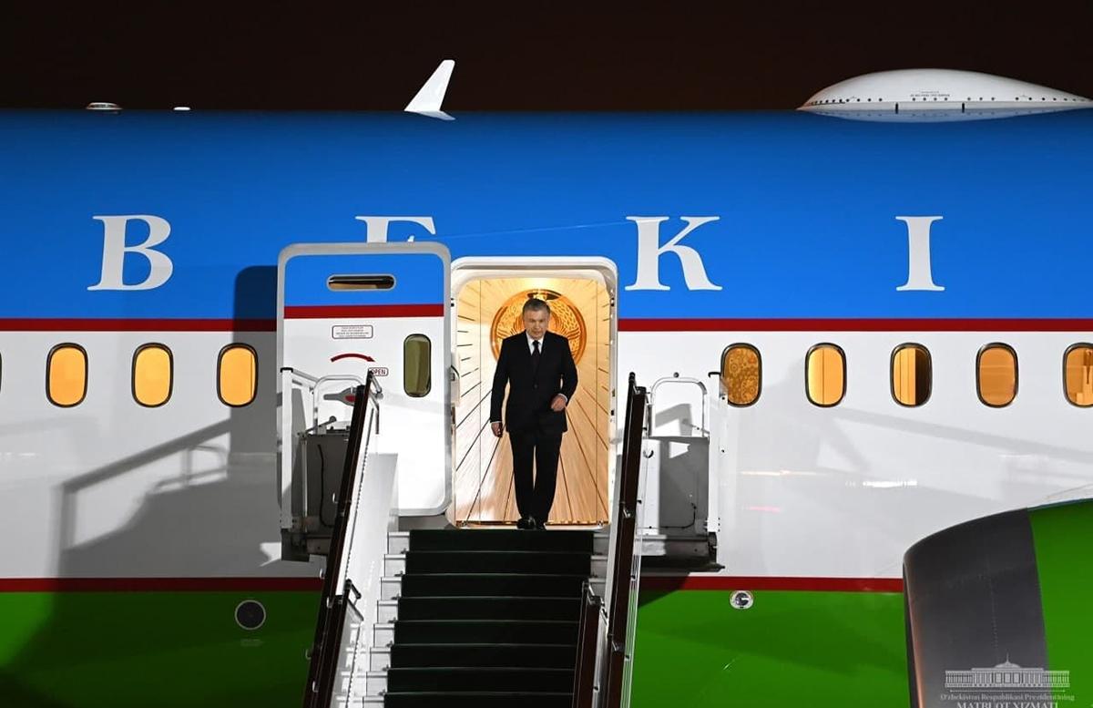 Шавкат Мирзиеёв вернулся в Ташкент из Туркменистана