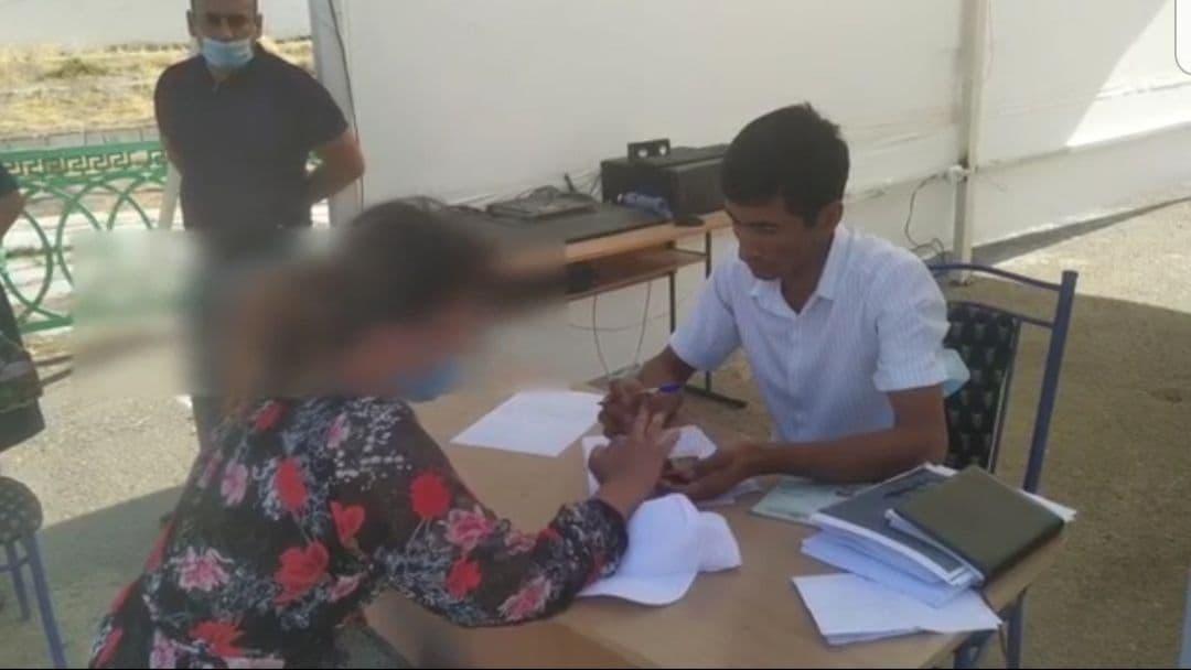 В Самарканде женщина попыталась занести на экзамен телефон — видео