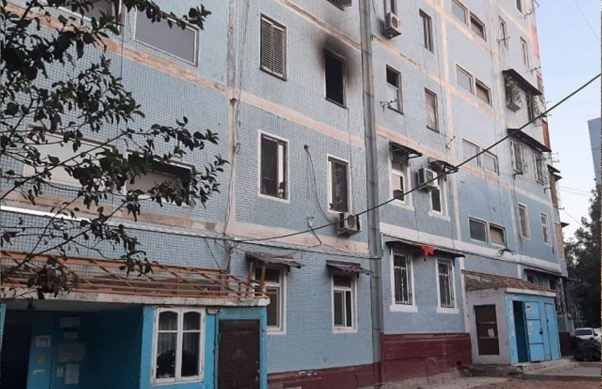 В одной из многоэтажек столицы загорелась квартира