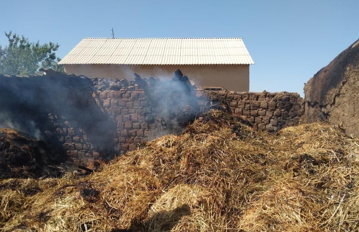 В Джизакской области в одном из домов «полыхнул» сарай с соломой