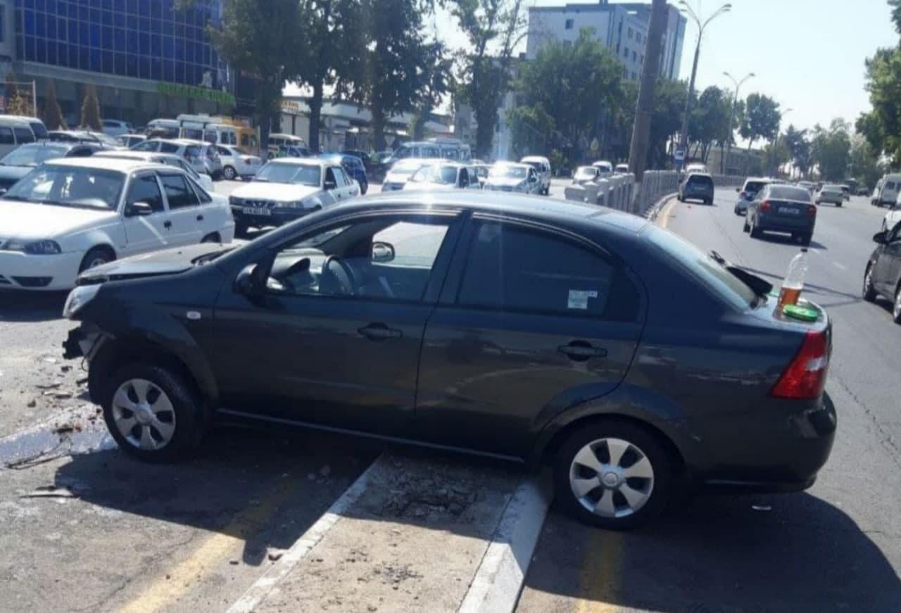 В Ташкенте произошло ДТП с участием трех автомобилей