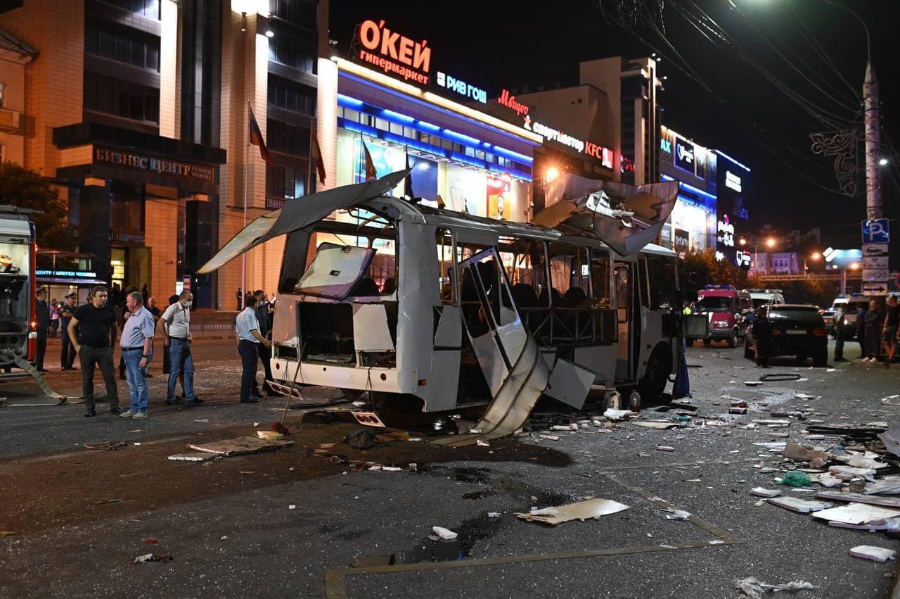 В Воронеже взорвался автобус с 35 пассажирами — видео
