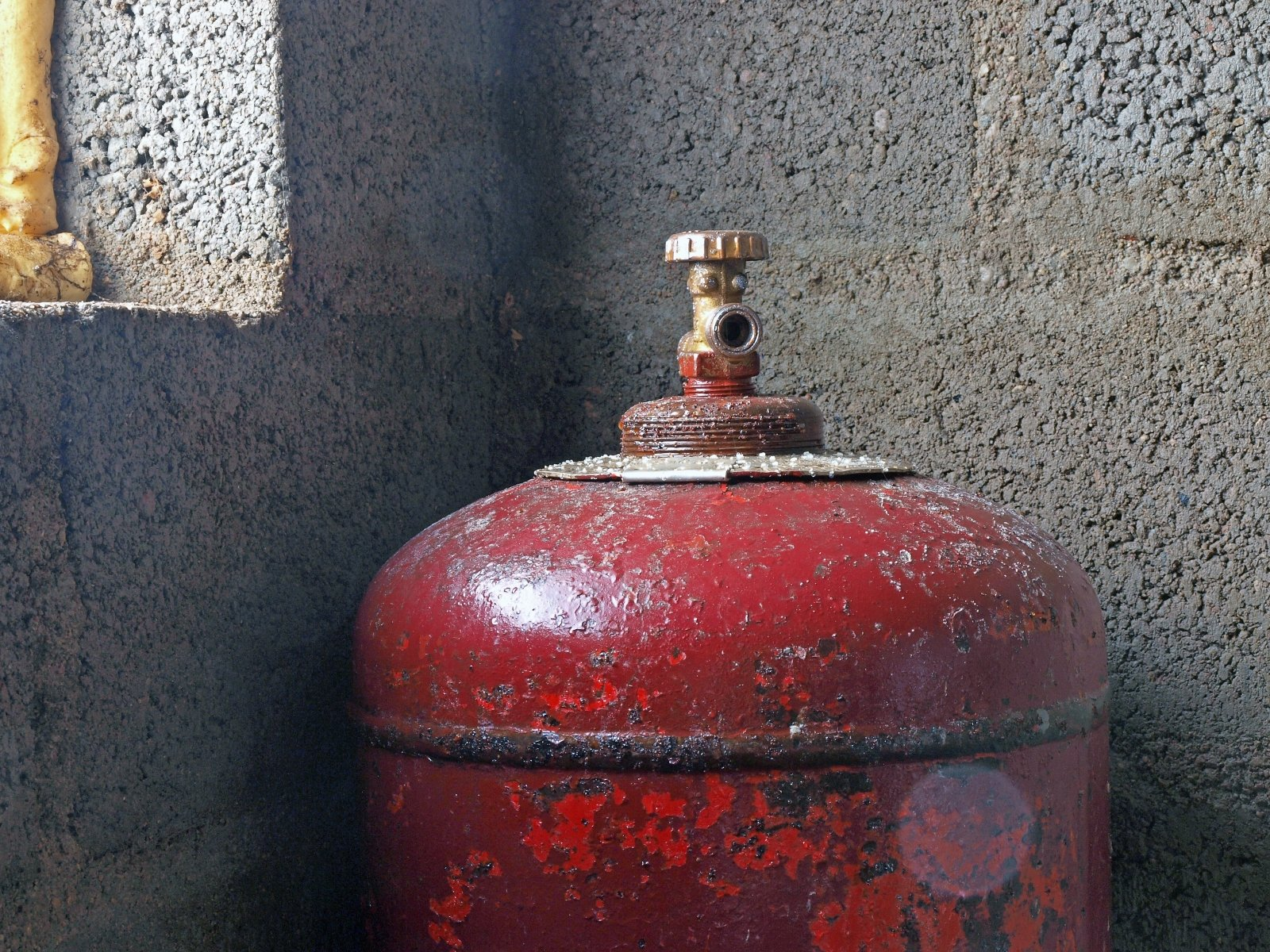 В Навои на заправке рванул газовый баллон