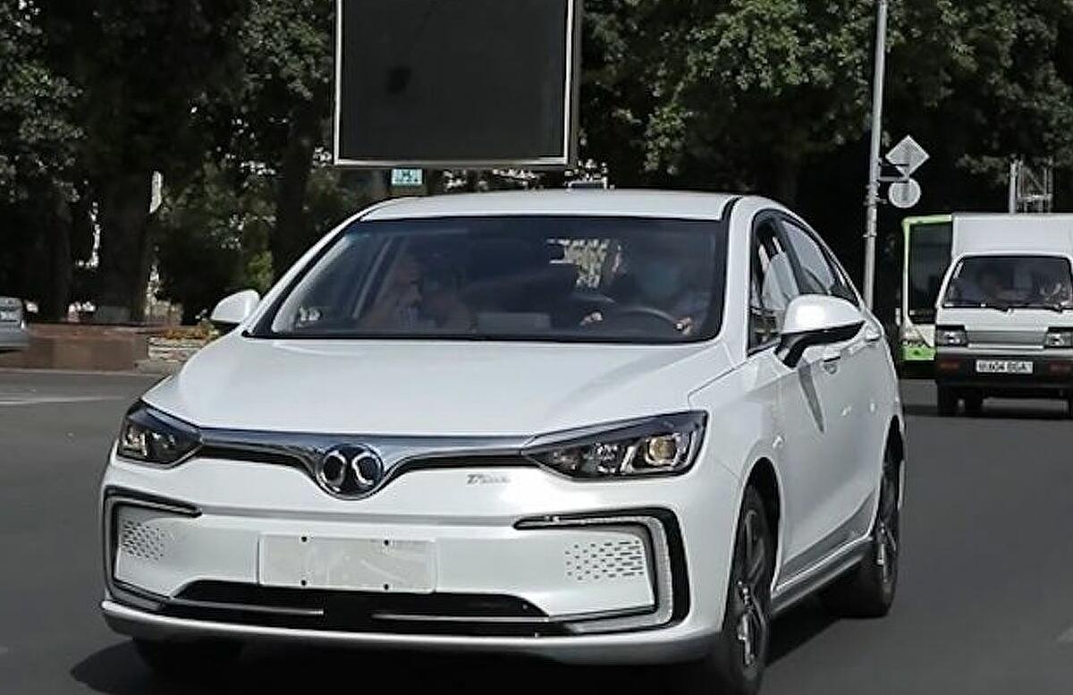 В Узбекистане электромобили получат специальные госномера