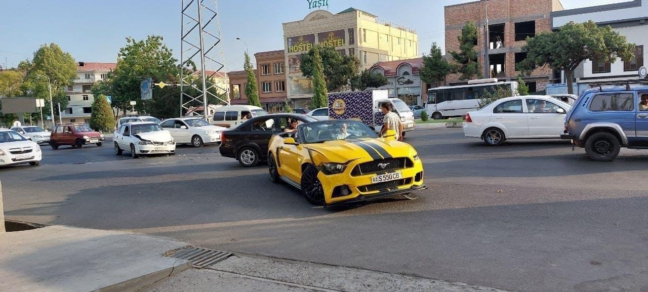 В Чиланзарском районе Ташкента «встретились» «Мустанг» и «Нексия»