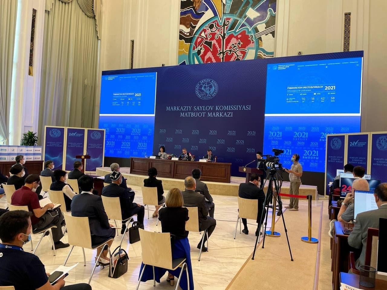 Все пять политических партий Узбекистана получили разрешение на участие в выборах президента