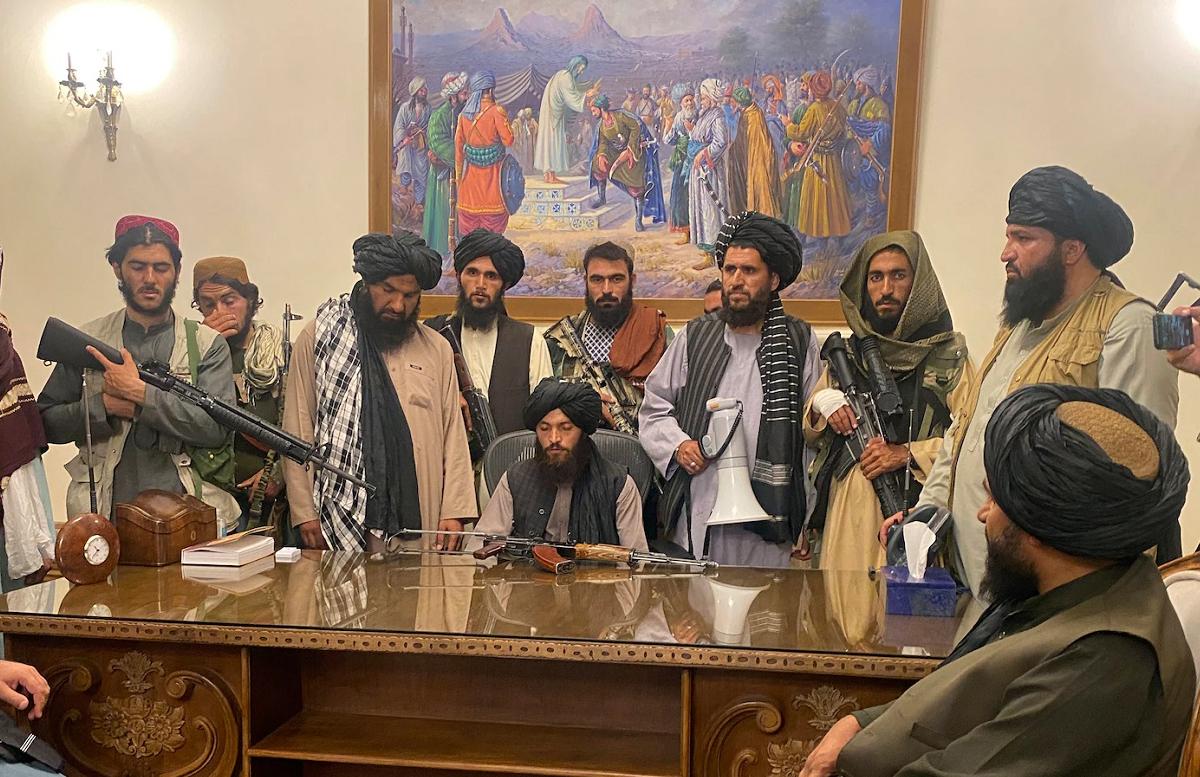 Талибы в течение полутора лет подкупали афганских военных
