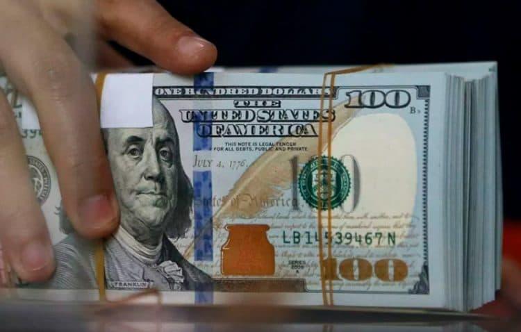 Коммерческие банки республики снова повысили курс валюты