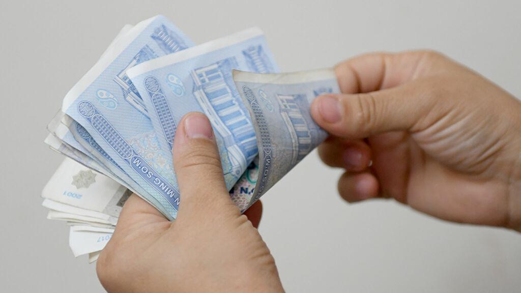 Президент распорядился поднять зарплаты, пенсии и стипендии