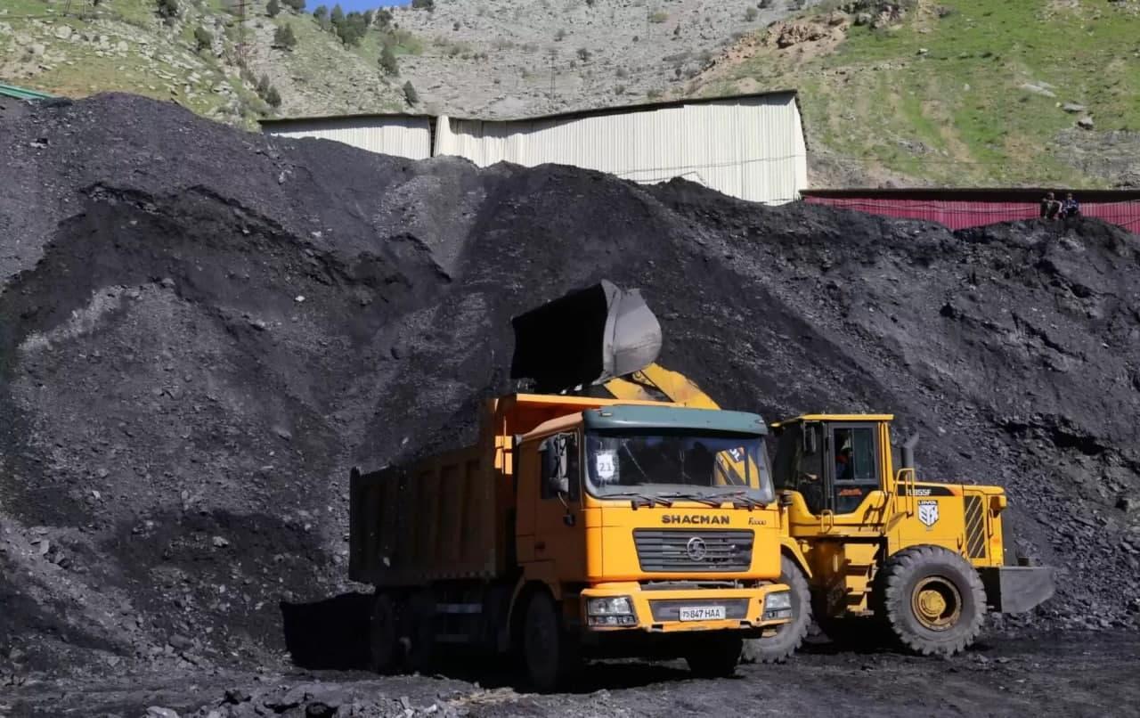 В Фергане начальник склада украл 852 тысячи тонн уголя
