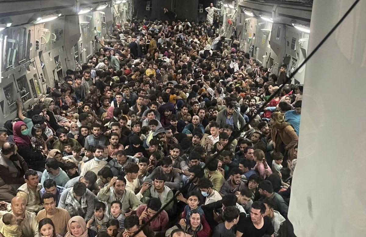 Американский грузовой самолет эвакуировал из Кабула 640 афганцев