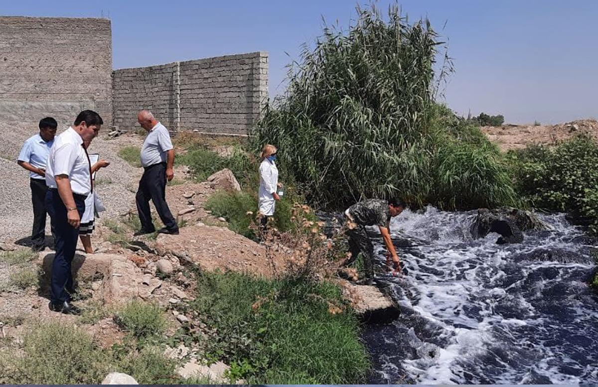 В реку Чирчик в Ташобласти сбрасывали красную воду с предприятий