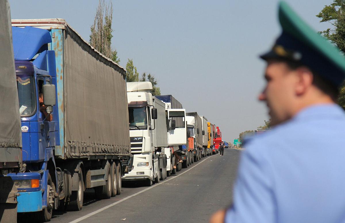 Стало известно, почему в Россию часто не пропускают дальнобойщиков из Узбекистана
