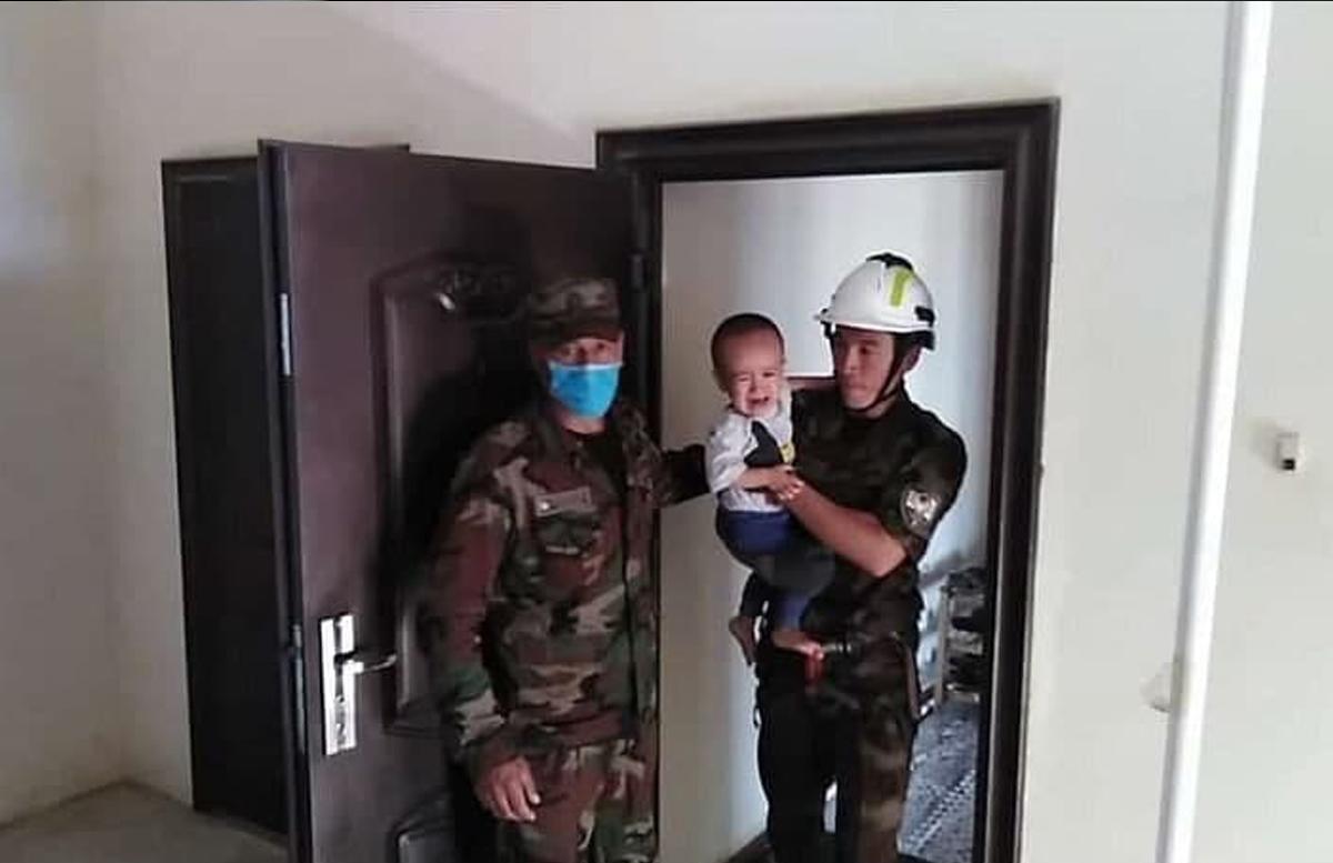 В Карши двухлетний ребенок оказался заперт в квартире жилого дома
