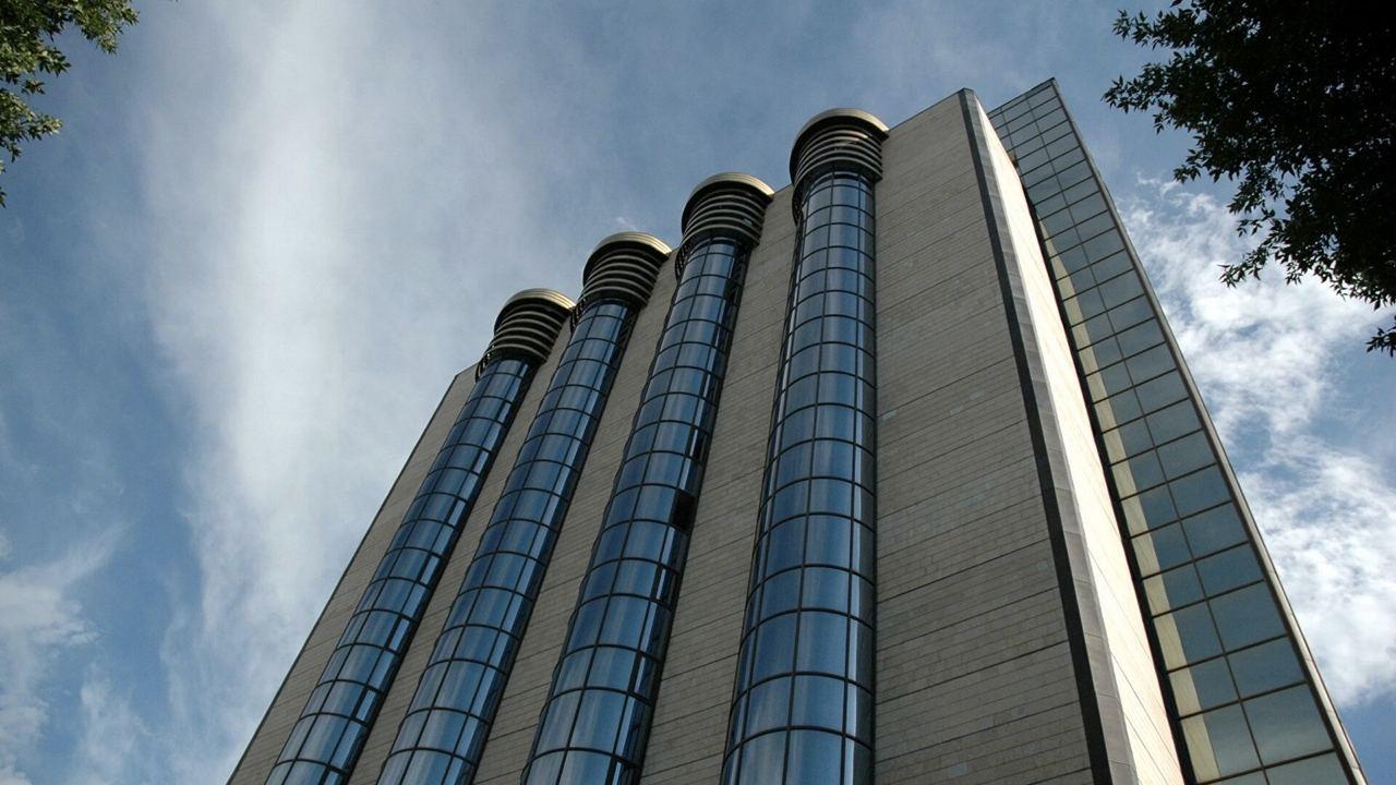 В Центробанке рассказали о причинах замены купюр по 5 000 и 10 000 сумов