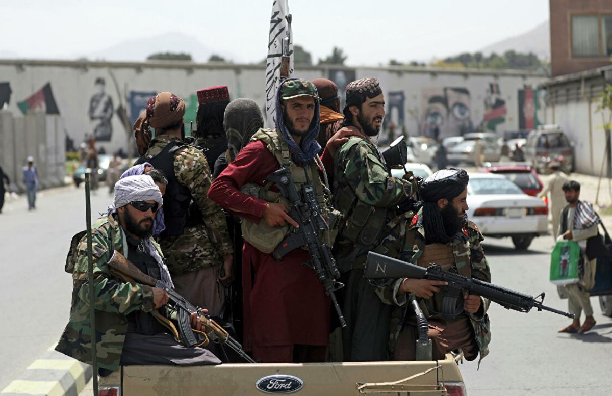 «Вежливые талибы»: Боевики избили американского журналиста и извинились