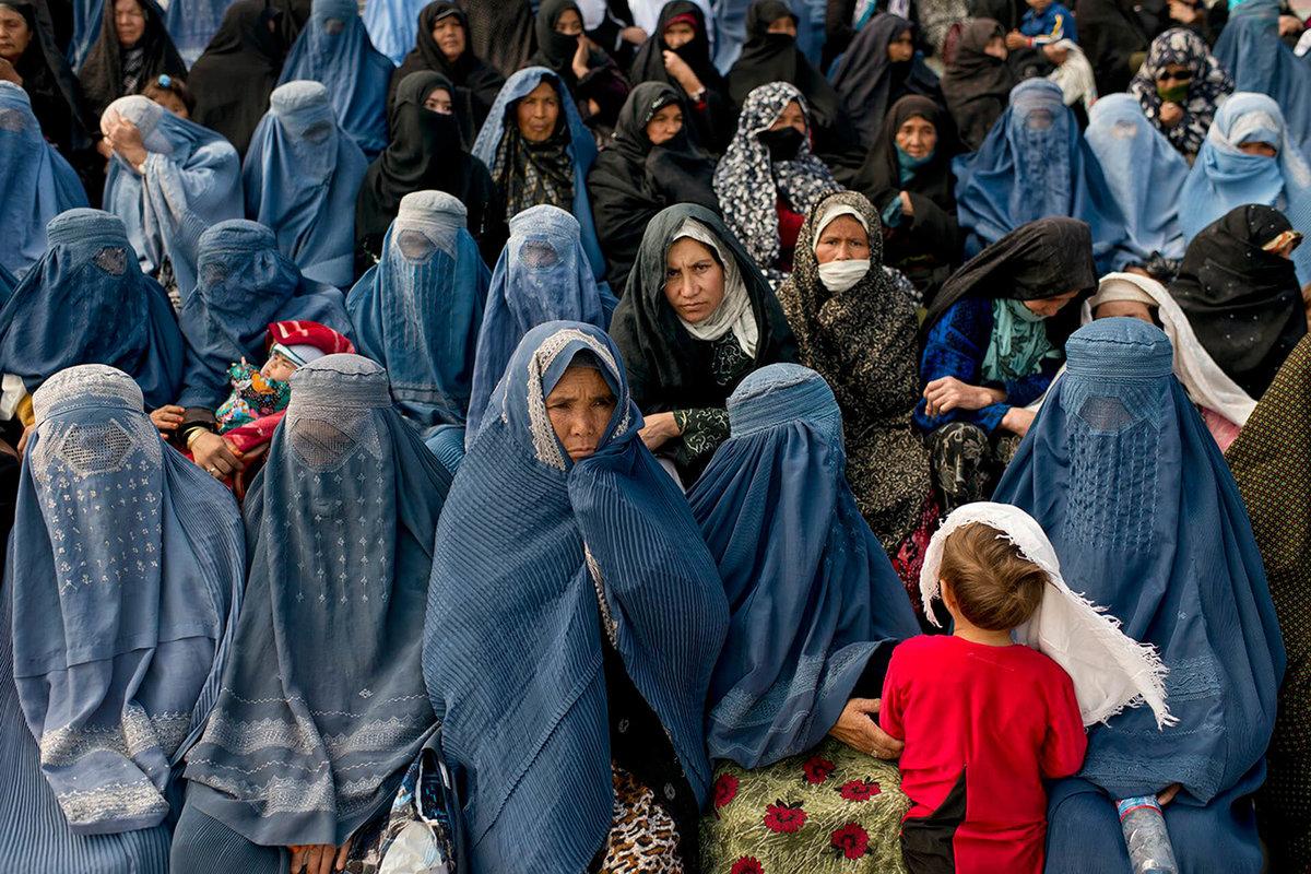 Российский посол в Афганистане опроверг информацию о закрашивании женских лиц на вывесках Кабула
