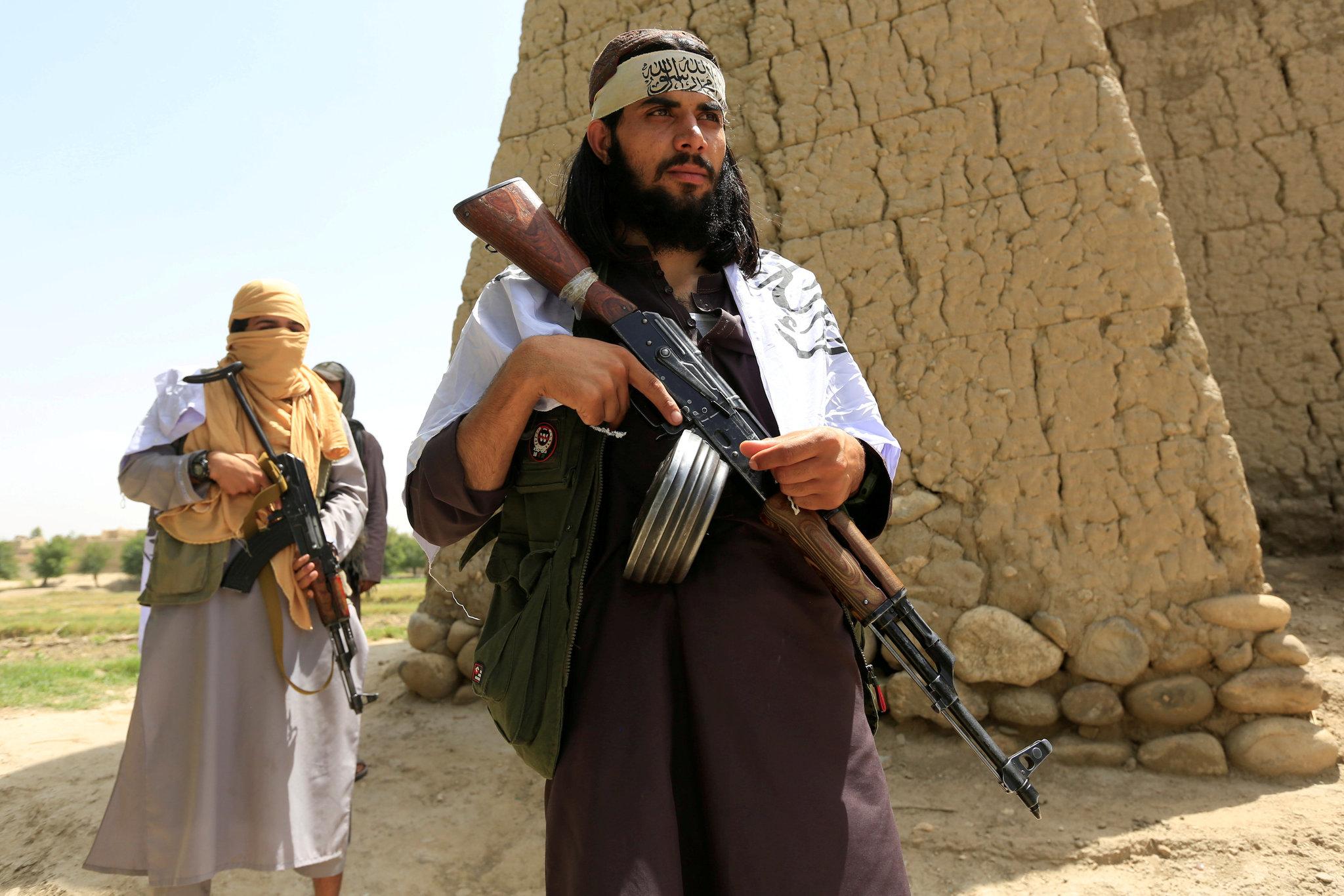 Талибы заживо сожгли девушку из-за невкусного обеда