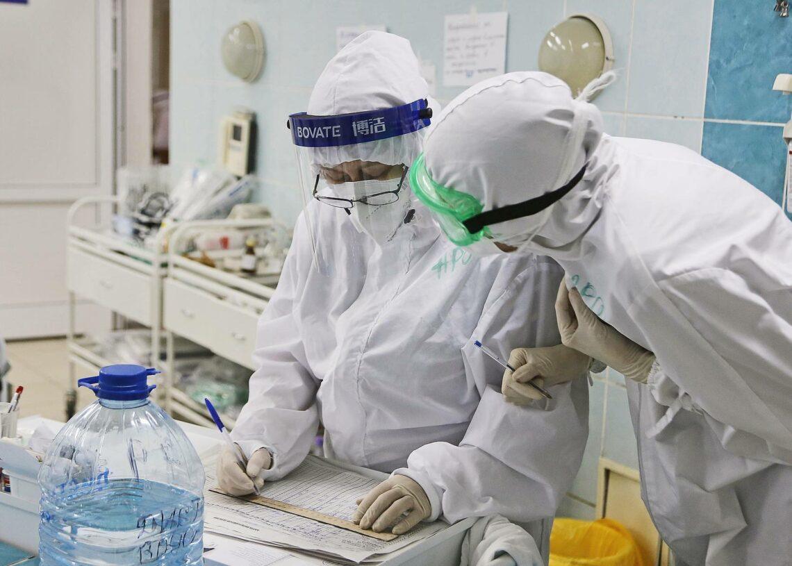 Инфекционист объяснил, почему вакцина от коронавируса есть, а лекарства нет