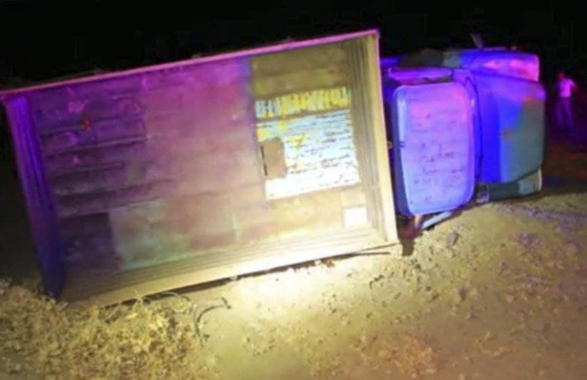 В Джизаке перевернулся грузовик: водитель скончался