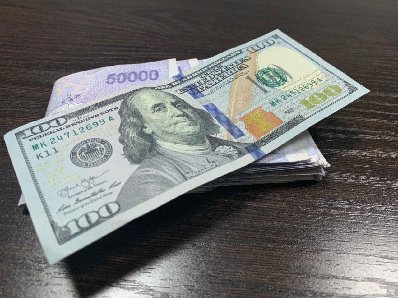 Доллар слегка подорожал