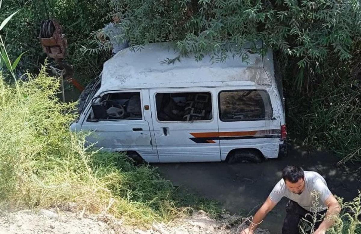 В Андижане водитель Damas не справился с управлением и «слетел» в канаву — видео