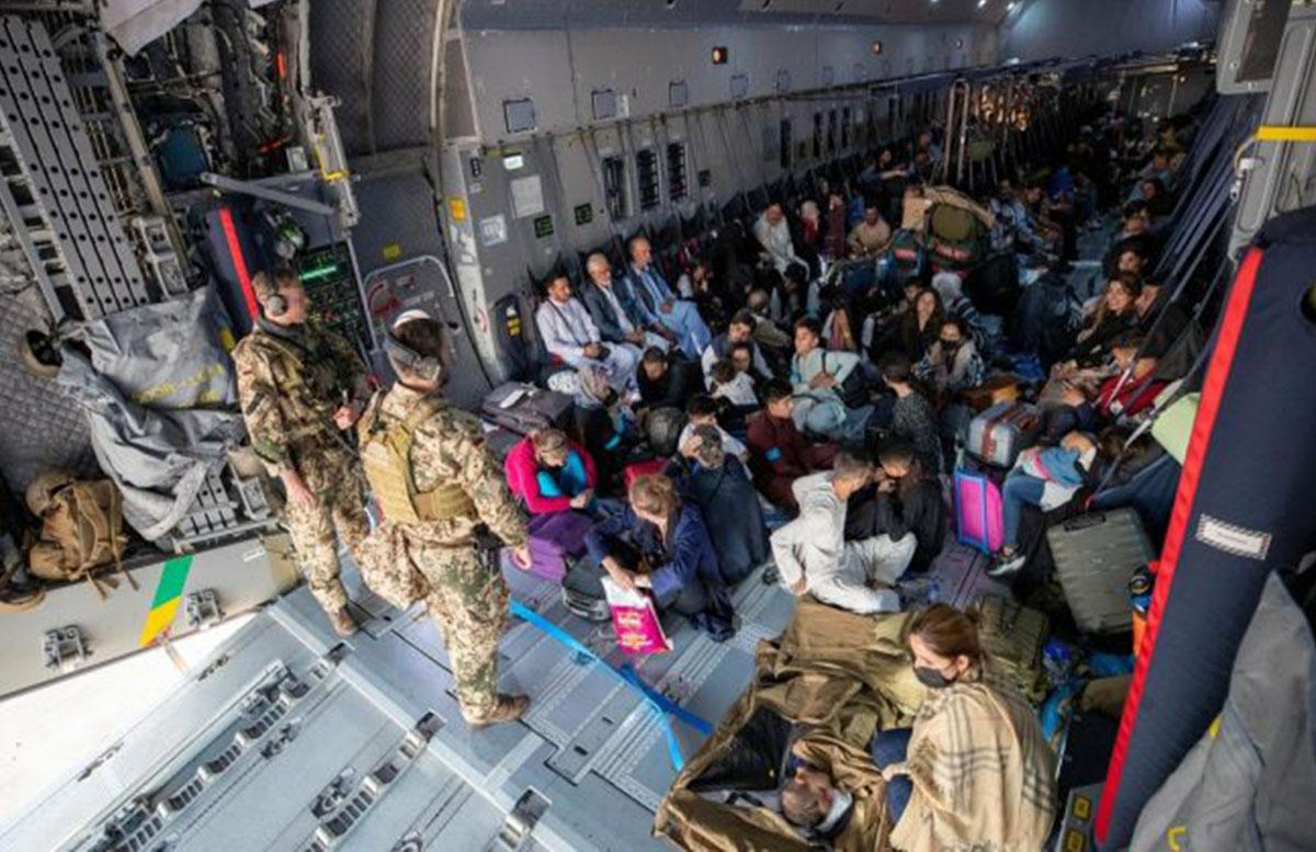 Узбекистан разрешил эвакуацию из Афганистана теперь и через Бухару